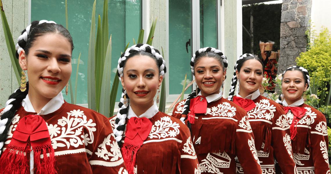 Representación Escuela de Ballet Folklórico